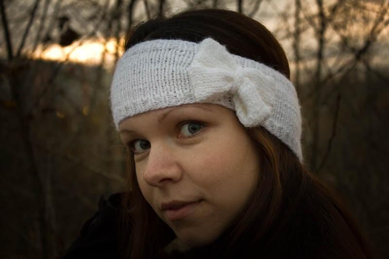 Вязаная повязка на голову Кокетливый бантик.jpg