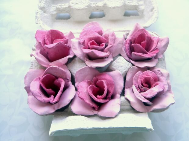 роза из яичных лотков