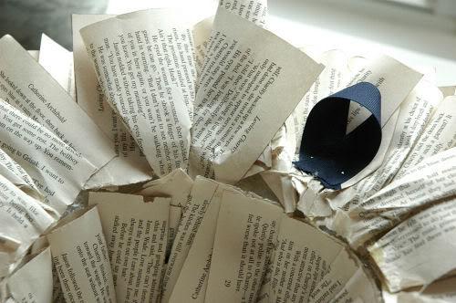 Венок из книжных страниц