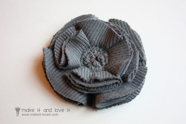 Как сделать цветок из ткани на шапочку