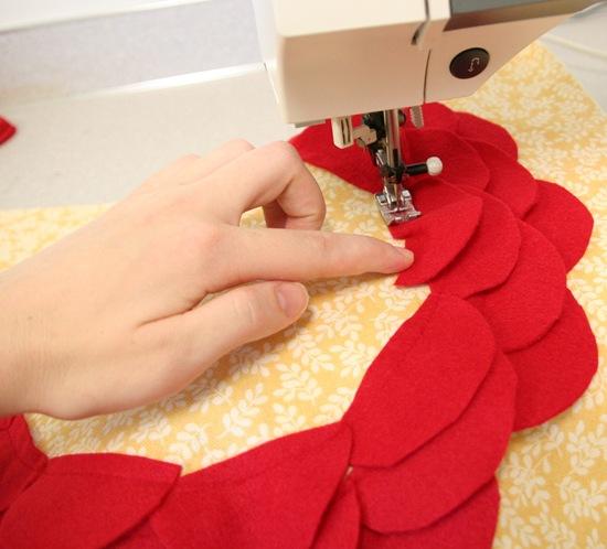 Декоративная подушка с цветком своими руками (11)