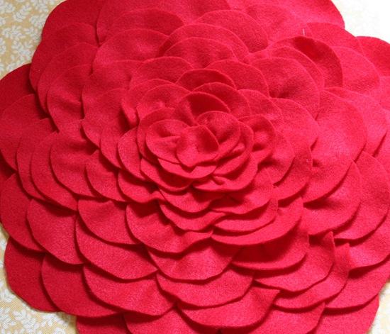 Декоративная подушка с цветком своими руками (15)