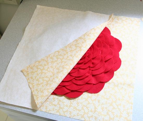 Декоративная подушка с цветком своими руками (17)