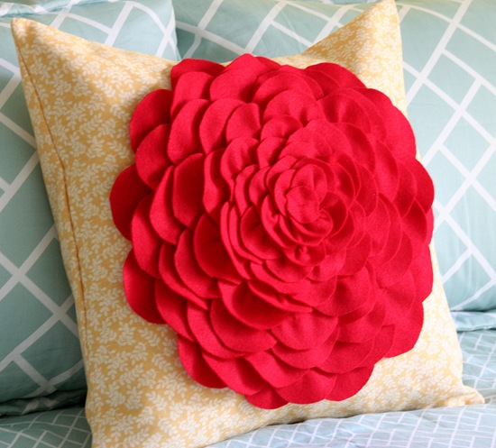 Декоративная подушка с цветком своими руками (20)