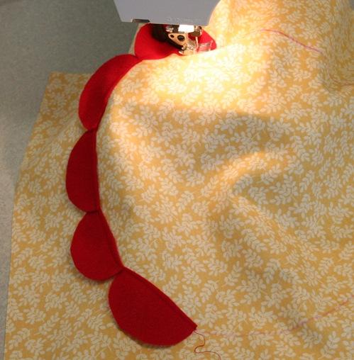 Декоративная подушка с цветком своими руками (8)