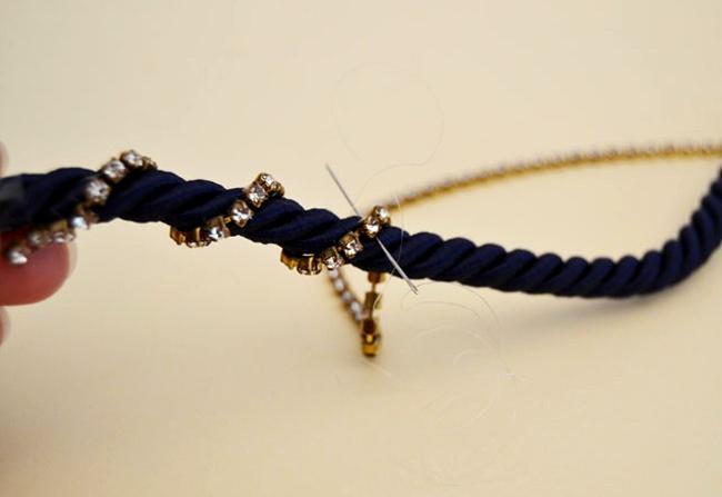браслет из шнура и тесьмы из страз (5)
