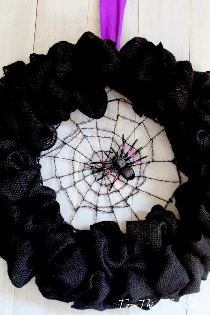 Декоративный венок из мешковины к Хэллоуину