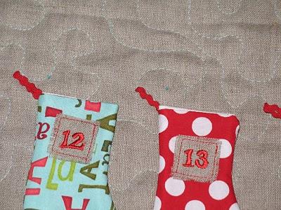 Новогодний календарь с носочками (19)