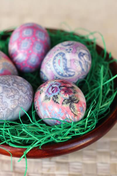 чем ярче ткань, тем живописнее яйца