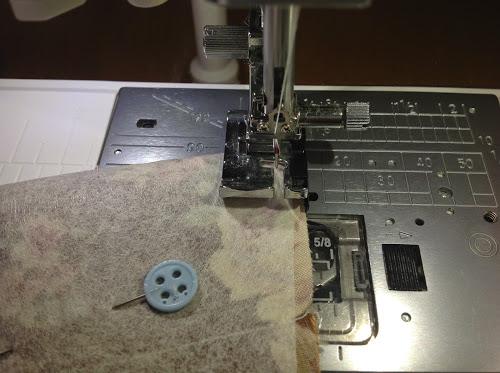 Сшейте деталь по принципу подкладки, только без отверстия