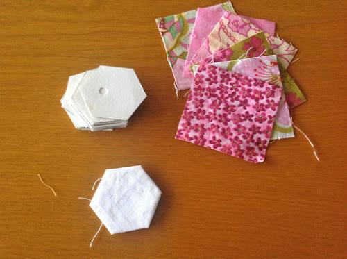 Сначала я собираю шестигранные цветы