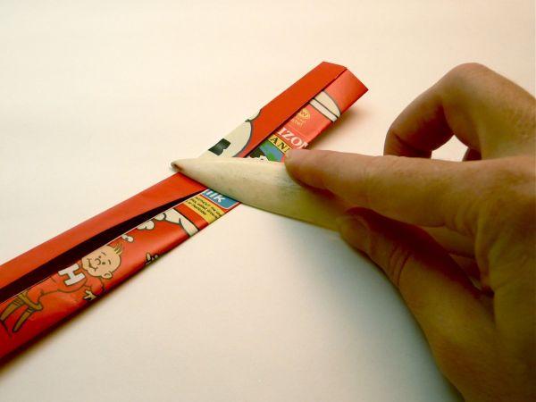Используйте переплетную косточку или обычный нож, чтобы сгибы получились четкими и ровными