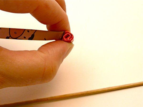 Вручную скрутите раскрутившуюся улитку на два оборота,  так чтобы по центру не было отверстия