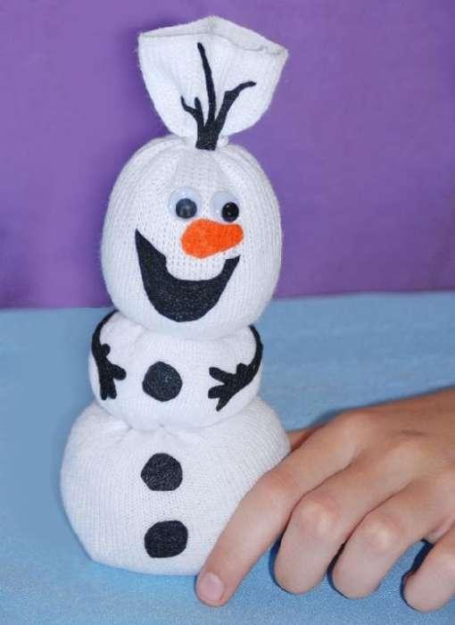 Мультяшный снеговик из носка мастер класс