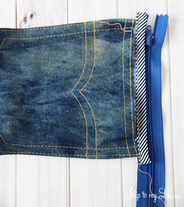 denim-pouch-zipper