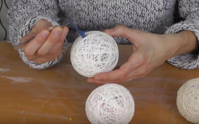 шар из ниток для гирлянды (3)