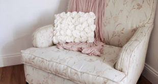 Подушка с розами из флиса