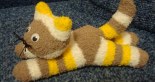 Котик — мягкая игрушка из носка своими руками