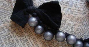 Ожерелье из капроновых чулок и бусин