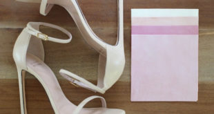 Украшаем босоножки кисточками из замшевой ткани